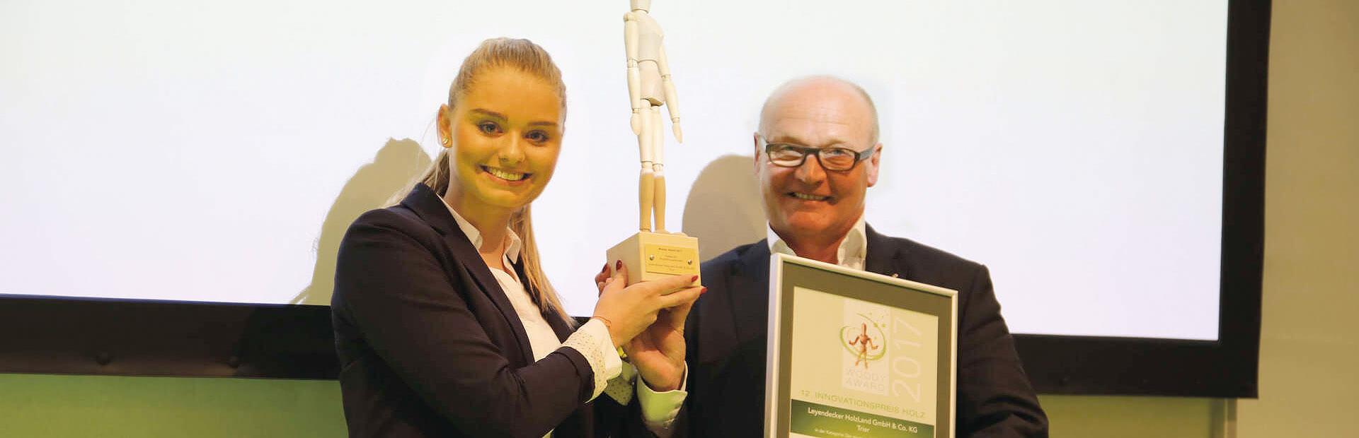 Leyendecker HolzLand gewinnt den Woody Award für einen besonderen Ausbildungsbetrieb